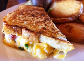 Crater Lake Lodge's Grilled PimentoCheese